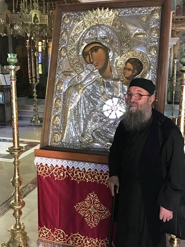 Ο π. Ιωάννης, ο «Σκουπιδιάρης της Παναγιάς», στη Κρήτη